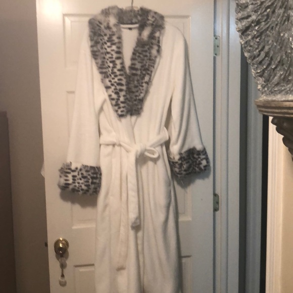 27276815a3 Adrienne Landau Other - Plush white and black faux snow leopard robe.